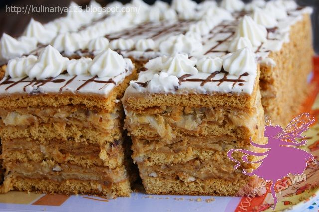 Нежный вкус этого торта не оставит равнодушным никого! Безукоризненное сочетание медовых коржей и коржей «Наполеон», соединенных прослойками крема «Шарлотт» с вареным сгущенным молоком и орехами фунд…