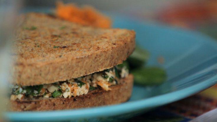 Bela prepara um sanduíche super prático, nutritivo e saboroso