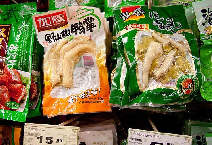 То, что в России птицефабрики привыкли выбрасывать из-за отсутствия спроса, в Китае может считаться деликатесом. Ими могут быть куриные и утиные лапки, а также головы, язычки и прочие субпродукты, экспорт которых растет с каждым годом.