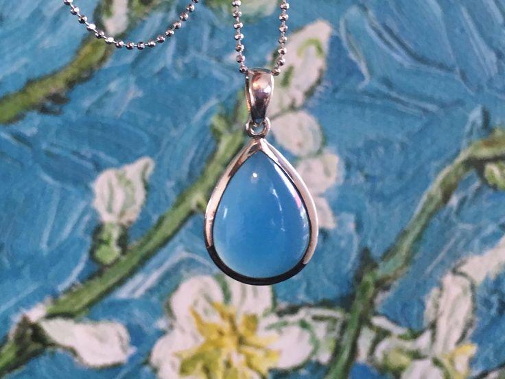 Een persoonlijke favoriet uit mijn Etsy shop https://www.etsy.com/nl/listing/539460815/scheur-vormige-chalcedoon-blauw-zilveren