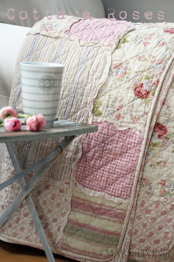 This quilt is so pretty and Shabby! Gives me many ideas for making my bed's quilt ~!~