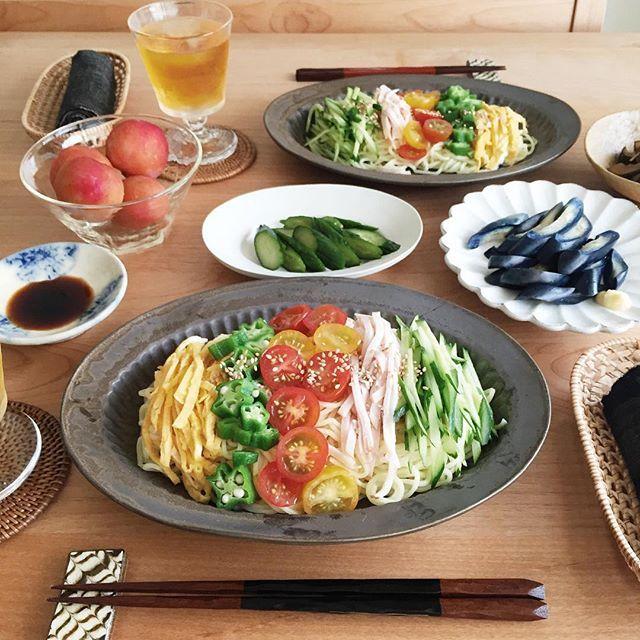 * 今日のランチは朝から採った野菜を使って 冷やし中華。 昨日savinoniwaさんで購入した 加藤かずみサンの器に盛り付け〜 色とサイズで悩んだけど、 冷やし中華にぴったりで嬉しい✨ *