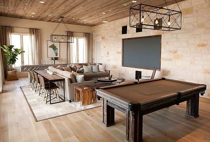 How about this game room designed by #TracyHardenburgDesign? Can you think of anyone who might enjoy a space like this? Be sure to tag them! ☺️