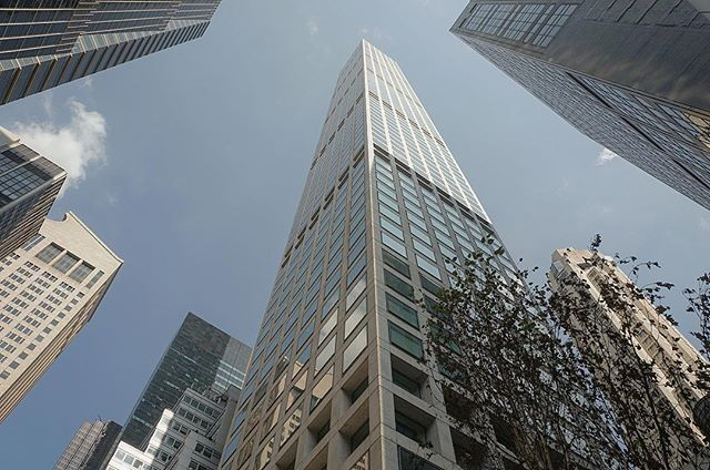 🇨🇳Chinese buyer snagged three penthouses at 432 Park Avenue for $91.12million, the priciest deal at the supertall condominium to date. The buyer-432 Park Joy LLC picked up units 92, 92B and 93B with a total of 11,906 combined square footage. The purchase price works out to $7,651 per square foot. 🇨🇳神秘中国买家$9112万购买纽约432Park Ave超高顶豪公寓92、92B、93B两层阁楼,总共组合面积达到11,906平方尺. 最初要价$1.2亿。 #localrealtors - posted by Yang Jiang 江阳 https://www.instagram.com/jeffjy23 - See more Real Estate photos from…
