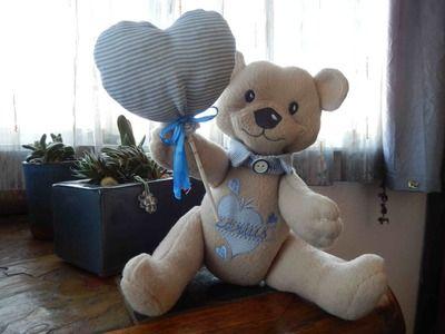 E2:Little boy bear with collar and balloon