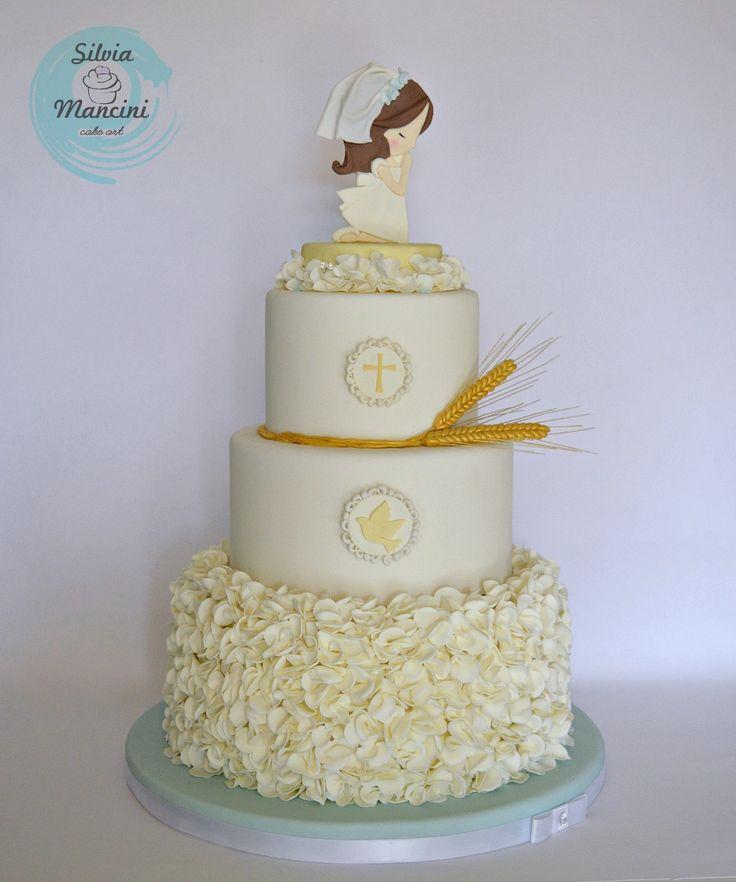 Oggi vi mostro la torta che ho realizzato per la Comunione della mia piccola Bea.