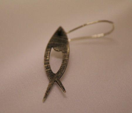 gümüş dokulu balık küpe - silver earring