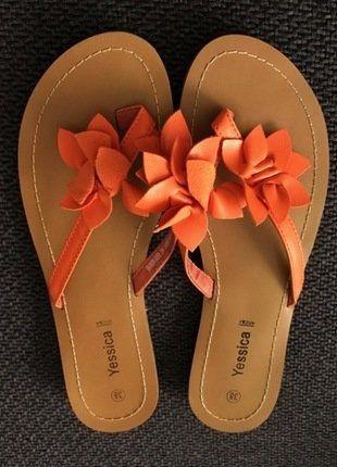 Kaufe meinen Artikel bei #Kleiderkreisel http://www.kleiderkreisel.de/damenschuhe/flip-flops/141341753-wunderschone-orange-farbene-blumen-flipflops