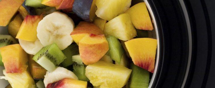 MIAM O FRUITS Ingrédients (bio!) pour 1 personne: -1/2 banane mûre -2 C à S huile de colza ou 1 CC huile de lin/sésame cru non toasté -1 C à S rase de graines de lin broyées -1 C à S rase graines de sésame broyées -2 CC de jus de citron frais -morceaux de fruits de votre choix (sauf agrumes, melon, pastèque)  Préparation: -Broyer les graines de lin et sésame au moulin à café (vous pouvez les préparer quelques jours à l'avance et garder au frais). -Dans un bol, écraser la banane jusqu'à la…
