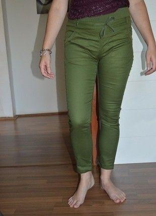 Kupuj mé předměty na #vinted http://www.vinted.cz/damske-obleceni/uzke-kalhoty/13261665-zelene-khaki-kalhoty-na-volny-cas