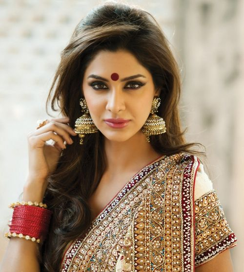 Ufff! Love the whole look. The saree, her eyes and final touch the bindi! :) #BirdalWear #IndianWedding