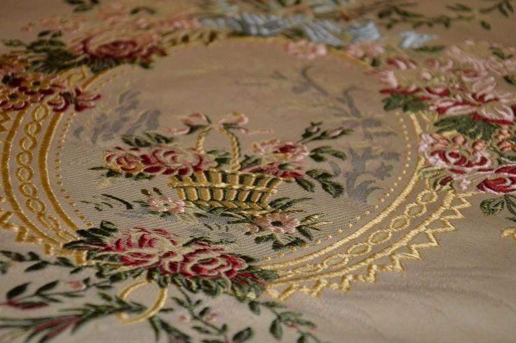 Ricercato taglio di stoffa in pregiata seta di San Leucio http://it.dawanda.com/product/72190339-Quadro-con-seta-di-San-Leucio