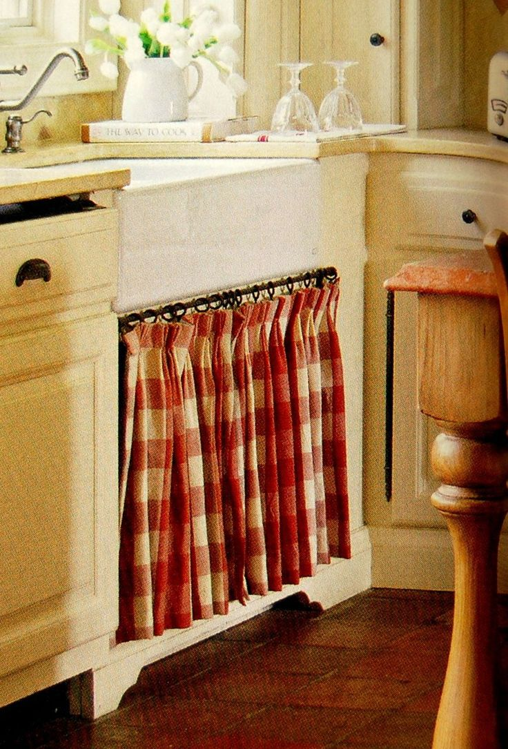 country kitchen - love the red n white checked curtain below the sink! - I absolutely love the look, but it wouldn't keep house pets and/or toddlers away from the chemicals most of us keep under our sinks.