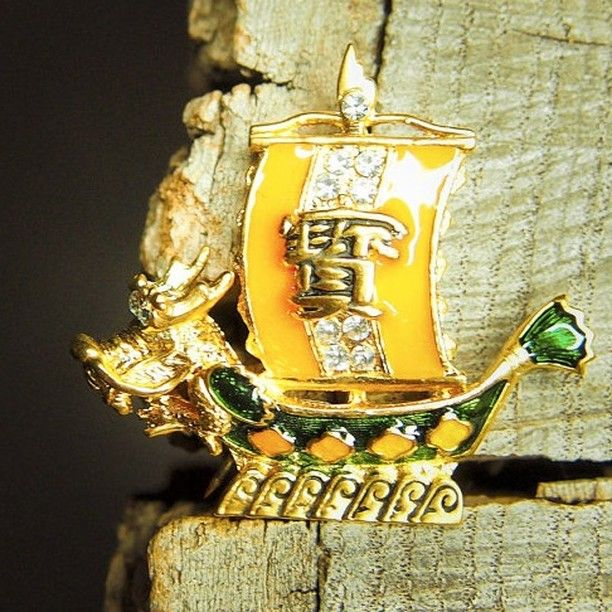 Chinese Boat Brooch to compliment every occasion  #craft365.com