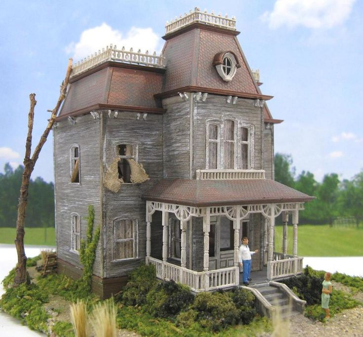 Bates Mansion House ~ HO Scale Model