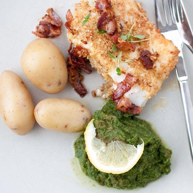 Pannesteikt torsk med sprøsteikt bacon og brokkolimos til høver vel bra til ein haustmandag? Alt du treng å vite om den retten finn du på www.kvardagsmat.no #middag #tips #middagstips #kvardagsmatno #godtno #godfisk #fisk #torsk #kkmat #nrkmat #foodpic #f52grams