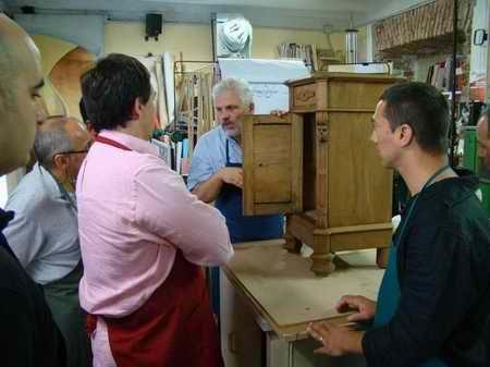 lezione del corso di restauro base dei mobili antichi-artedelrestauro.it