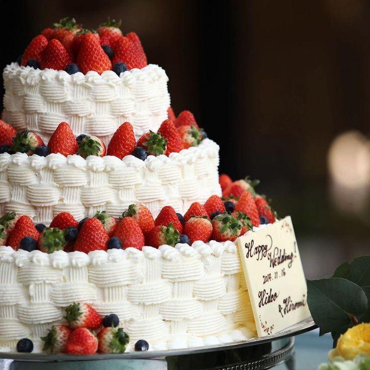 #ウェディングケーキ アイデア . クリームのデザインが印象的な#ケーキ です . . #tiarawedding1995 #結婚式# 結婚式準備#結婚式準備中##プロポーズ#ウェディングアイデア#結婚式アイデア#weddingcake#いちごのウェディングケーキ##全国のプレ花嫁さんと繋がりたい#日本中のプレ花嫁さんと繋がりたい#プレ花嫁#プレ花嫁応援#プレ花嫁応援#新郎新婦#結婚式演出#ファーストバイト#ウェディングケーキ入刀#ケーキ入刀#サンクスバイト#ウェディングレポ