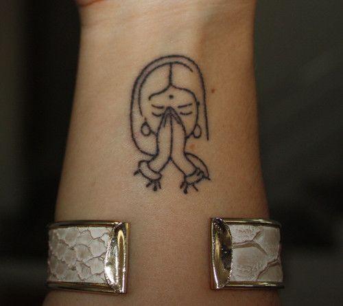 """À pedidos...minha orientalzinha! *NAMASTÊ*: ainda estou pensando se escrevo em baixo o """"Namastê"""" em sânscrito, que é uma das línguas mais antigas da Índia, o sânscrito faz parte do conjunto das 23 línguas oficiais do país, as letras são lindas, parecem desenhos(e são né). O gesto do Namaste, conhecido pelos budistas como Anjali mudra, consiste no simples ato de juntar as palmas das mãos ante o coração (ou mais precisamente o chakra do coração), e inclinar levemente a cabeça. Metaforicamente…"""
