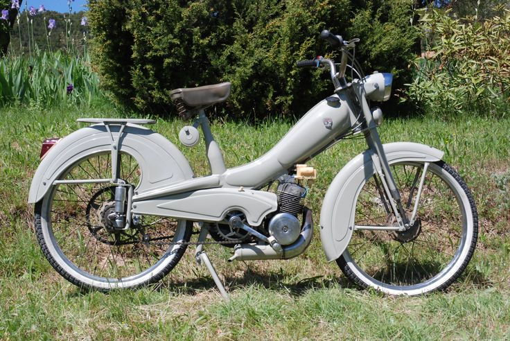 Mobylette mobylette pinterest mopeds wheels and cars for Garage peugeot bobigny