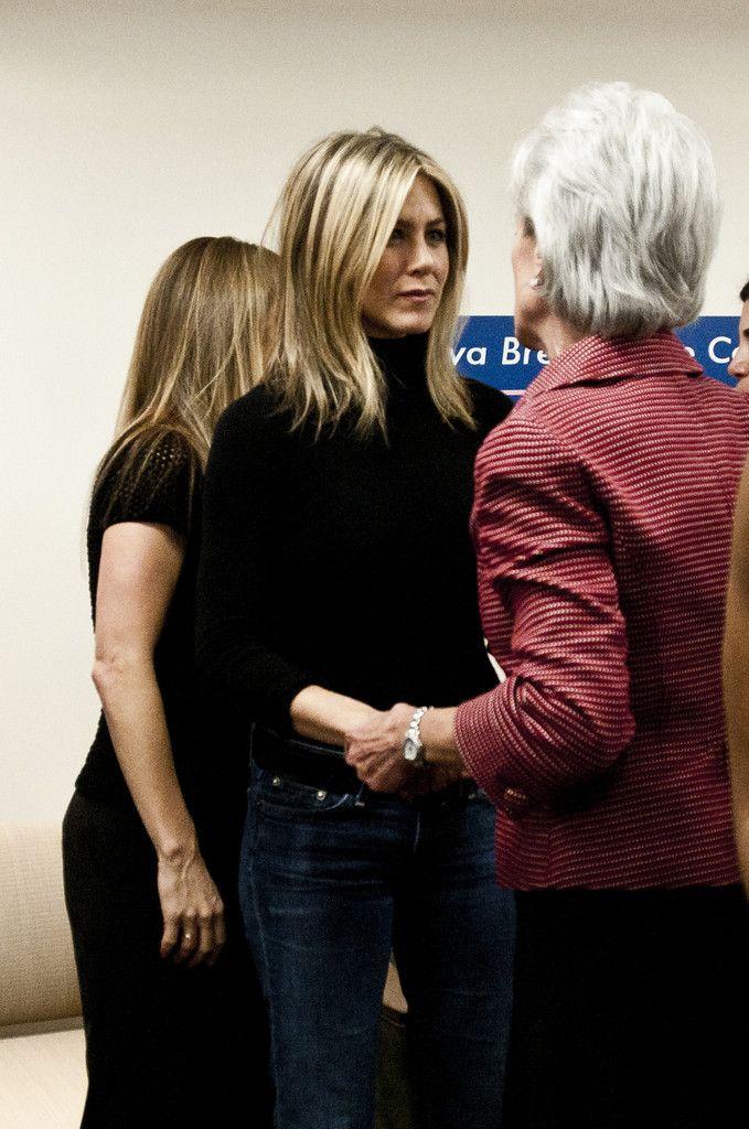 Jennifer Aniston - Jennifer Aniston & Jill Biden Visit The Inova Alexandria Hospital At Mark Center