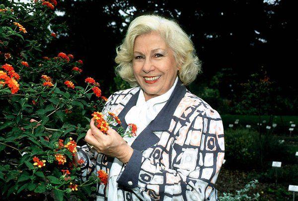 Ddr Fernsehen Du Und Dein Garten Erika Krause Du Und Dein Garten Moderatorin Mit 92 Moderator Garten Fernseher