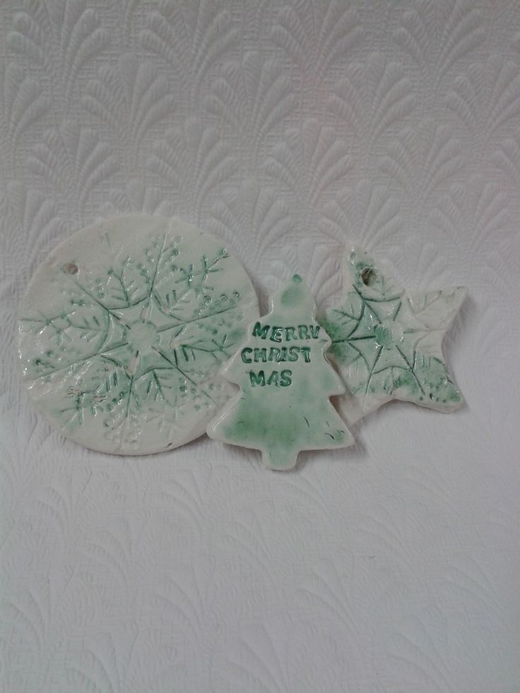 more Christmas decorations... snowflakes and messages made with alphabet pasta, very handy! (Holly)