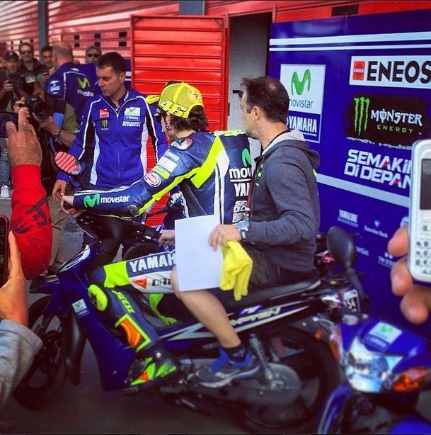 ídolo Valentino Rossi !! En estas motos se transporta dentro del paddock !! #termasderiohondo #argentina @MERC