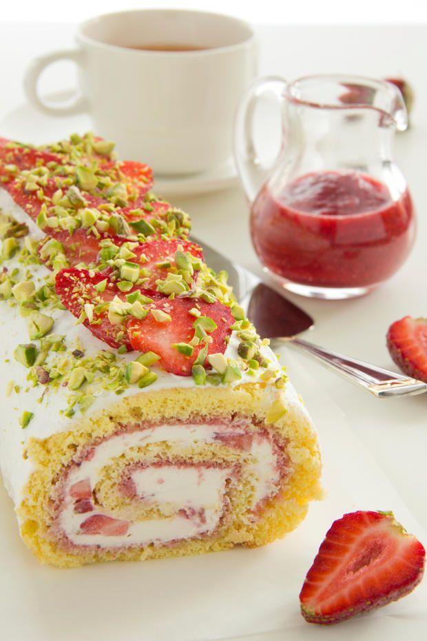 Bald ist wieder Erdbeerzeit! Und wir heißen diese mit einem unserer #Lieblingsrezepte willkommen, womit schon unsere Oma uns verwöhnt hat: #Biskuitroulade mit #Erdbeeren