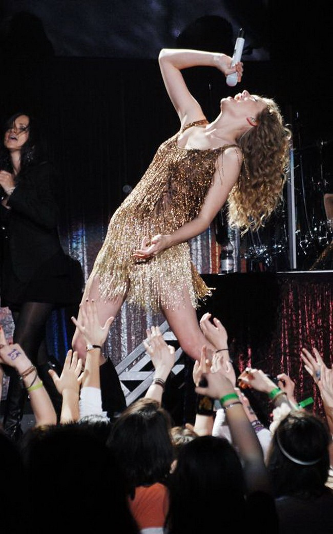 Taylor Swift I only look for the most entertaining hilar pins for my board to entertain my fans or followers