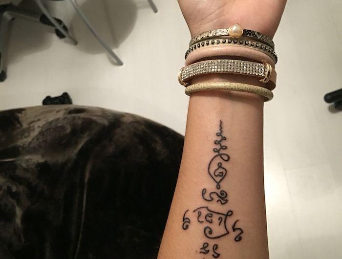 Tatouage Symbole Bouddhiste Empreint De Sagesse Tatouage