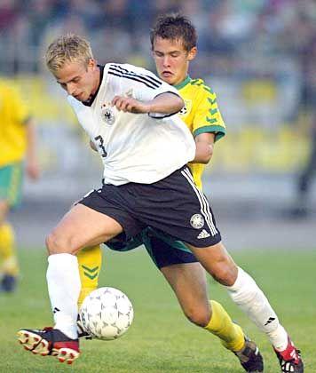 In der U21 überzeugte Tobias Rau und wurde im Februar 2003 von Nationaltrainer Rudi Völler erstmals in den Kader der A-Nationalmannschaft berufen.