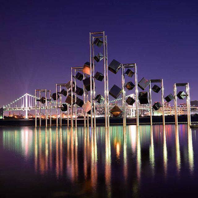 Instagram【yone25k】さんの写真をピンしています。 《#晴海埠頭 #晴海埠頭客船ターミナル  #ベイブリッジ #東京湾 #夜景 #海 #nightview #TOKYO #sea #port #埠頭 #港 #写真好きな人と繋がりたい  #Nikon #nikond5300 #一眼レフ #三脚  丸の内仲通り行く前に晴海埠頭🌊に寄ってました☺🎵 ホンマの目的は夕陽を撮る予定が微妙やってそのまま長居し夜景をパシャリ📷✨ Odysseyばっかり撮ったりしとったんでたまにはこないな感じも良いかなと❤︎》