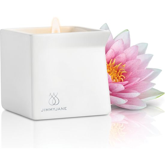 Vela de masaje de aroma a Rosa de Loto. A medida que se va derritiendo la cera, va desprendiendo la fragancia. #velasdemasaje #massagecandles #aromaterapia #fragancias #aromas
