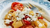 Mezze Maniche med getost och tomater | Recept