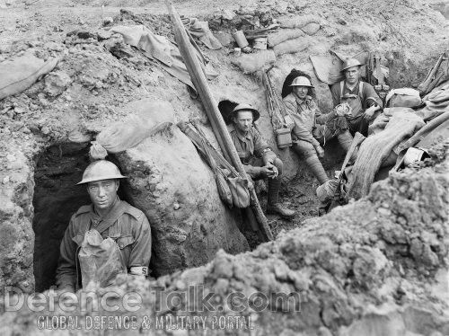 Anzac troops in their trenches, battle for Gallipoli, August 1915.