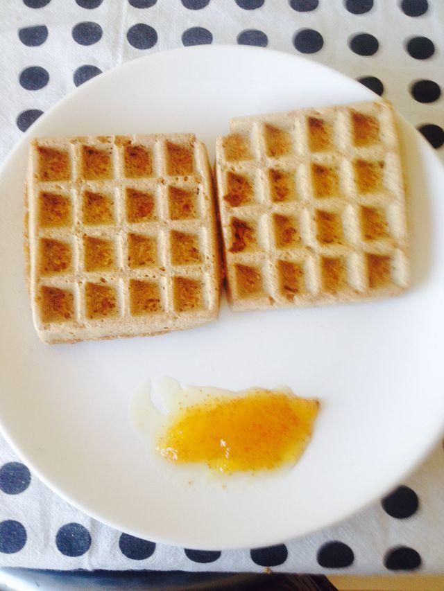 Waffle aveia integral + leite soja + canela com doce abóbora