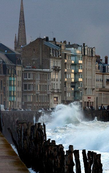 Saint-Malo in the storm, Brittany, France (by penelope64 on Flickr)