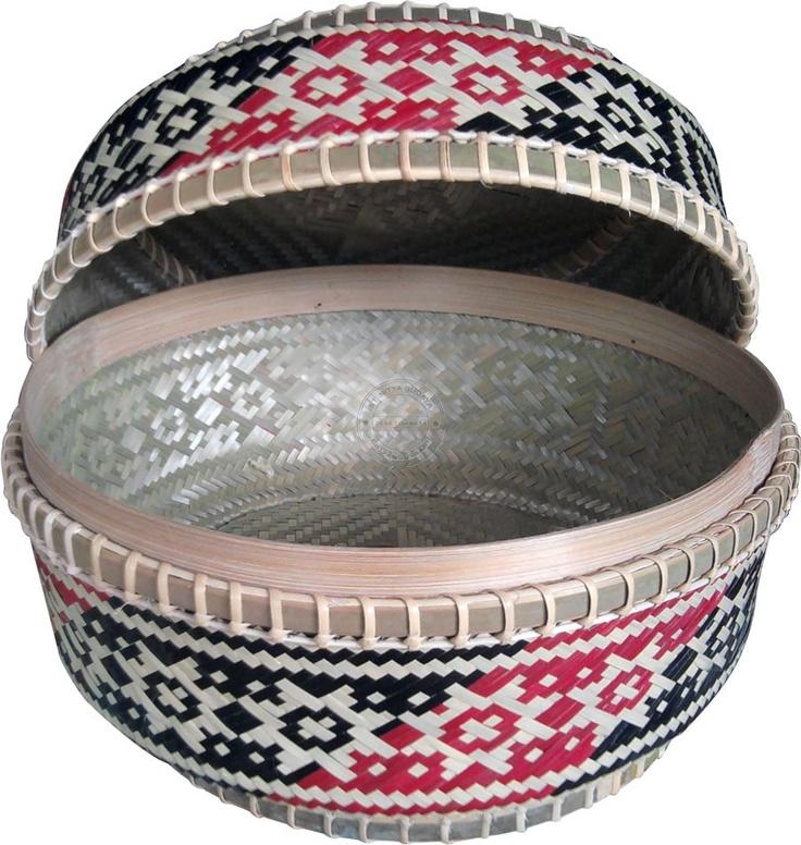 $10.00 Sokasi Bundar Motif Nagasari. Balinese offering basket