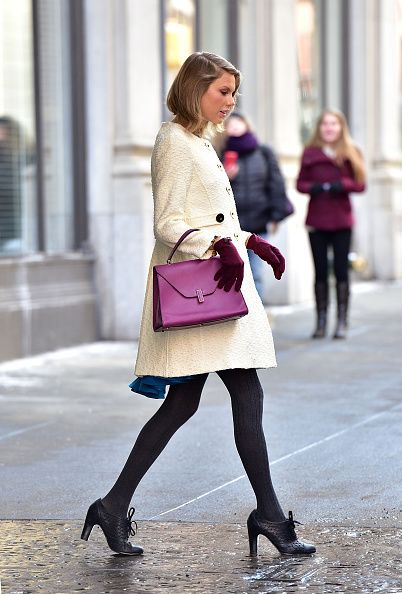 Leaving her TriBeCa Apartment in New York with a Valextra handbag.
