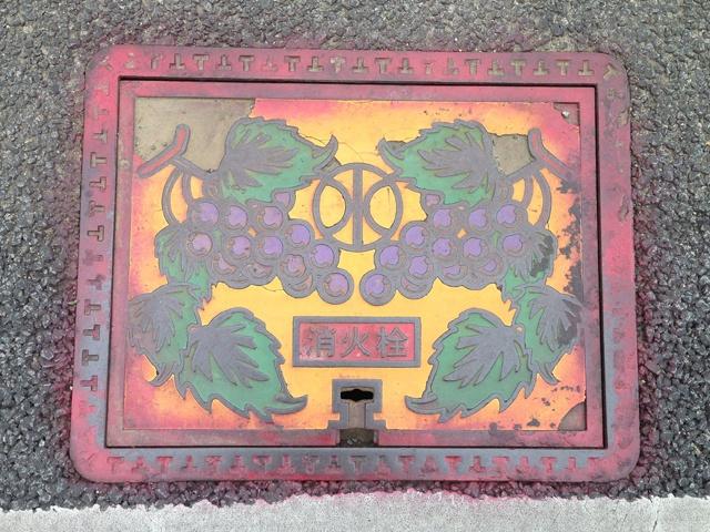 旧甲州街道で見つけたマンホールカバー5の画像   ☆ Cher ami ☆