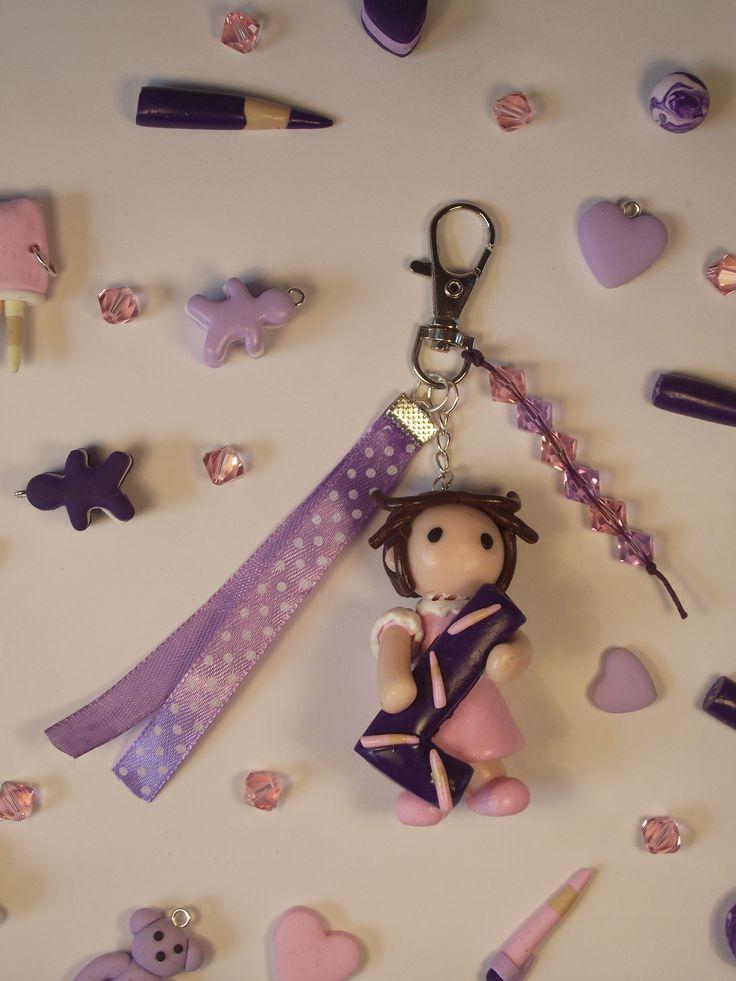 Porte clés poupée avec lettre pour les maîtresses les maîtres, et atsem
