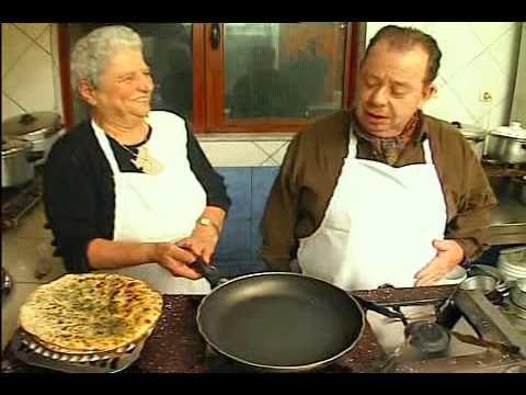 """Η εκπομπή """"Μπουκιά κ Συγχώριο"""" και ο κ. Μαμαλάκης ταξιδεύουν στα Χανιά! Απόσπασμα από την εκπομπή, όπου η κυρία Ευτυχία από την ταβέρνα """"Λεβέντης"""" (Άνω Σταλό..."""
