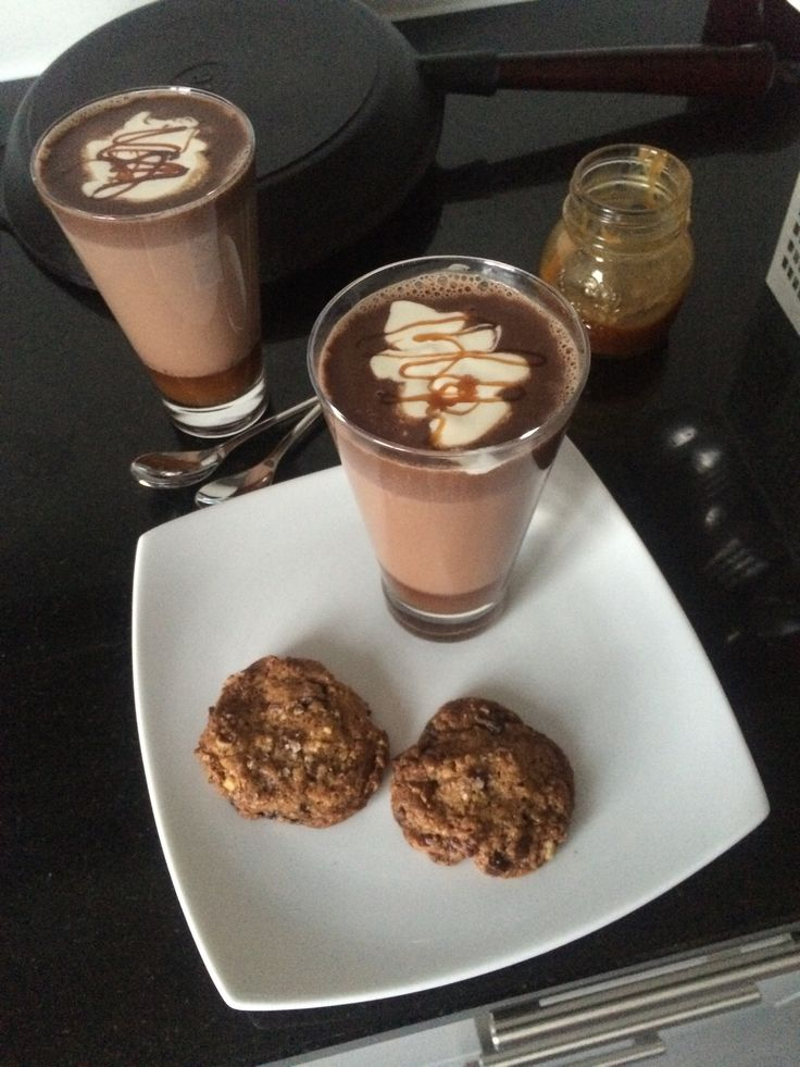 Dark chocolate, pecan & sea salt cookies. Salted caramel chocolatey milk. All home-made, perfect for a lazy rainy Sunday afternoon.  @ home in Lausanne. May 11th, 2014.  Photo ©Blanca Oliver