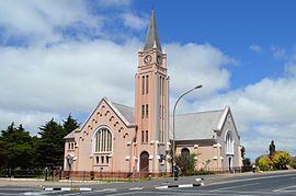 Vredenburg - Die NG gemeente Vredenburg het in 1904 afgestig van die NG gemeente Hopefield. Die kerkgebou is ontwerp deur Folkert Wilko Hesse.