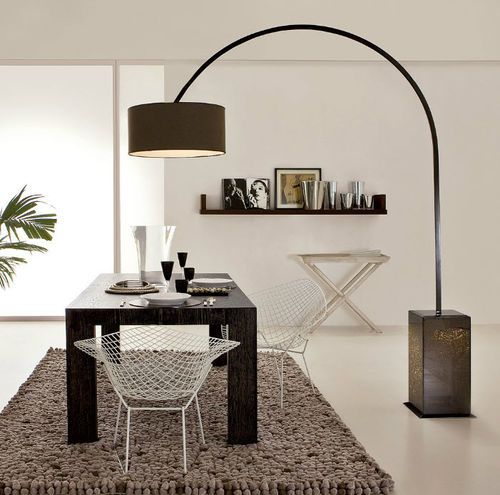 les 25 meilleures id es de la cat gorie lampe sur pied sur pinterest lampadaire pied bois. Black Bedroom Furniture Sets. Home Design Ideas