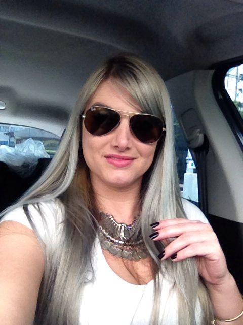 Silver hair, cabelo loiro platinado acinzentado