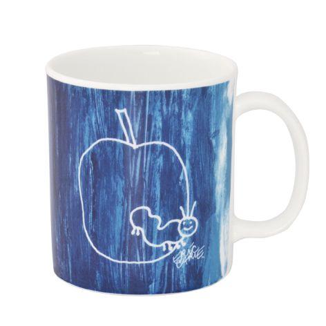 【ERIC CARLE】塗った絵の具を削って描いたりんごを食べるはらぺこあおむしが、キュートなマグ。エリックカールのアートワークを楽しめるデザインです。 ERIC CARLE スケッチアップル マグ(350cc) #bonechina #white #tableware #NIKKO #ERICCARL