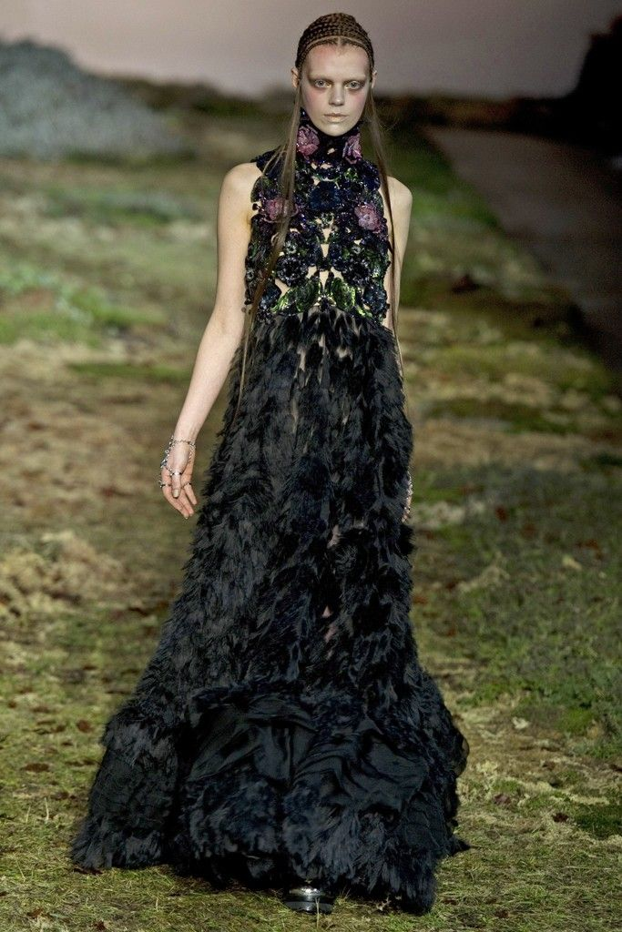 Alexander McQueen RTW Fall 2014 [Photo by Giovanni Giannoni]