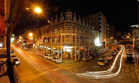 Located in the city center, Long Street is the heart of Cape Town nightlife with countless clubs and bars for every taste. This strip never seems to sleep, but its busiest nights are Wednesdays, Fridays and Saturdays